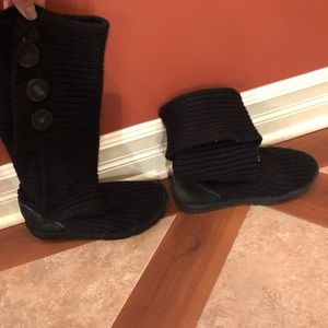 Uggs boots. Could be worn as knee length or folded